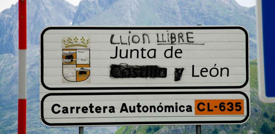 Carretera Autonómica, photo by Jason Jones (CC BY-NC-SA 2.0)